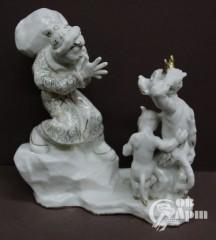 """Скульптура """"Работник Балда и черти"""""""